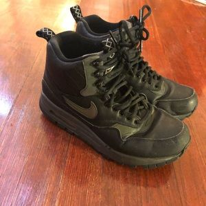 Nike Airs black size 8